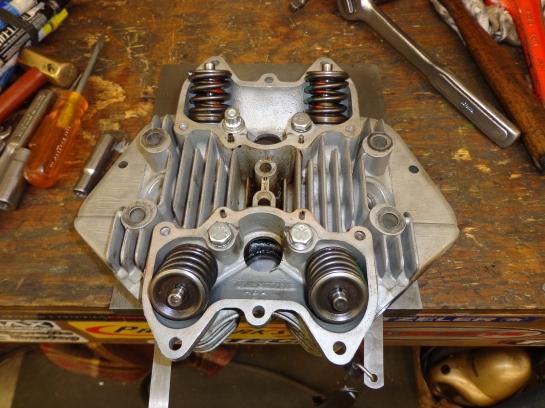 Triumph 750 head